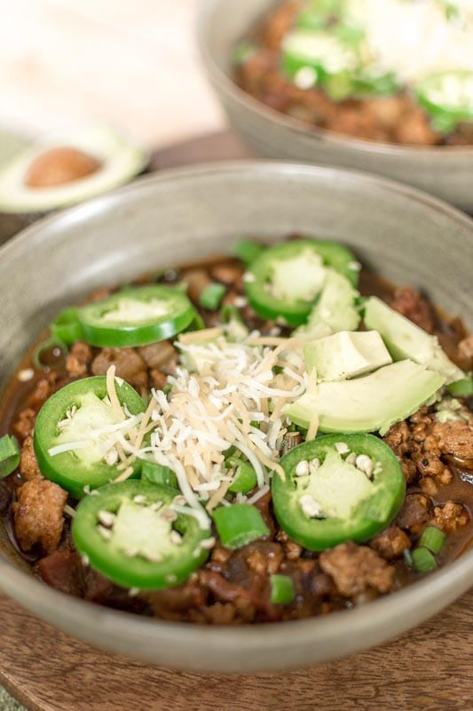 Simple and quick Low-Carb Turkey Chili. Great for meal prepping or a quick healthy midweek meal. Add cheese, sour cream and avocado to make it Keto.
